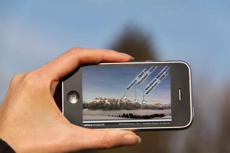 Die neue Version des digitalen Bergführers begeistert durch ein neues Design und ein verbessertes Bedienkonzept, wodurch einfacher ausgewählt werden kann, wie und in welcher Entfernung die Gipfel angezeigt werden.