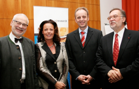 Erhard Busek (Rektor der FH Salzburg, Vizekanzler a.D.), Gabriele Leibetseder (Isocell), Siegfried Reich (GF Salzburg Research), Günter Koch (Generalsekretär des Club of Paris)