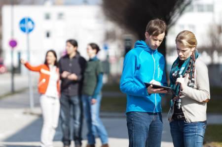 """Neue App aus dem Hause Salzburg Research: """"OSMap Tuner"""", eine einfache, kostenlose und bislang weltweit einzigartige App zur Verbesserung der OpenStreetMap-Daten für handelsübliche Android-Smartphones und Tablet PCs. Mit Hilfe der App können Mapper gezielt die Daten ihrer Umgebung direkt vor Ort kontrollieren und falls notwendig Ergänzungen oder Korrekturen durchführen."""