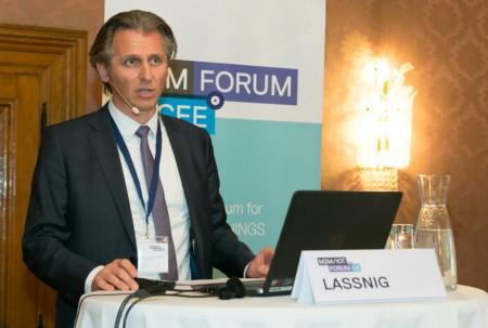 Markus Lassnig (Salzburg Research) präsentiert die Studie Industrie 4.0 in Österreich