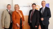 v.l.n.r.: Landtagspräsident Joseph Schöchl, Claudia Schmidt, Abgeordnete im Europäischen Parlament, Karl Rehrl und Siegfried Reich (beide Salzburg Research)